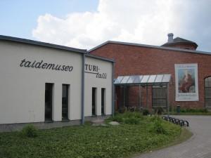 Olli Lyytikäisen ja Elonkorjaajien näyttelyt Salon Taidemuseo Veturitallissa